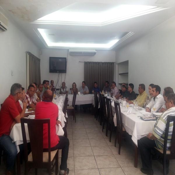 Prefeitos da Ampar realizam reunião em Teresina e debatem sobre eleição para novo presidente