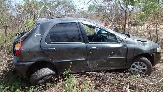 Fiat capota, mata um e deixa quatro feridos em Valença. Veja Fotos / - Imagem 2