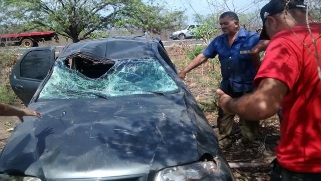 Fiat capota, mata um e deixa quatro feridos em Valença. Veja Fotos / - Imagem 8
