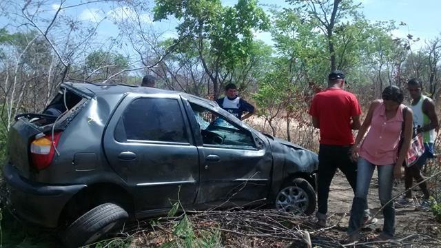 Fiat capota, mata um e deixa quatro feridos em Valença. Veja Fotos / - Imagem 7
