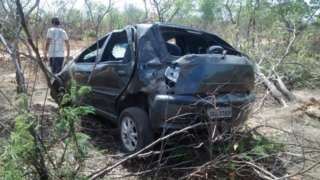 Fiat capota, mata um e deixa quatro feridos em Valença. Veja Fotos / - Imagem 5