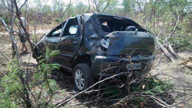 Fiat capota, mata um e deixa quatro feridos em Valença. Veja Fotos / - Imagem 6
