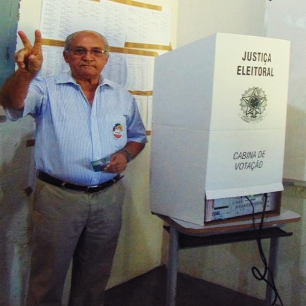 Eleições 2014: Prefeito e Presidente da Câmara exercem seu direito ao voto