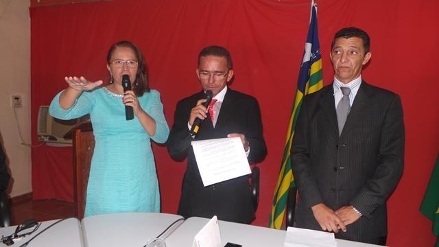 Vice-prefeita Lucia Lacerda assumi a prefeitura de Pimenteiras - Imagem 1