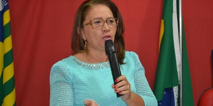 Vice-prefeita Lucia Lacerda assumi a prefeitura de Pimenteiras