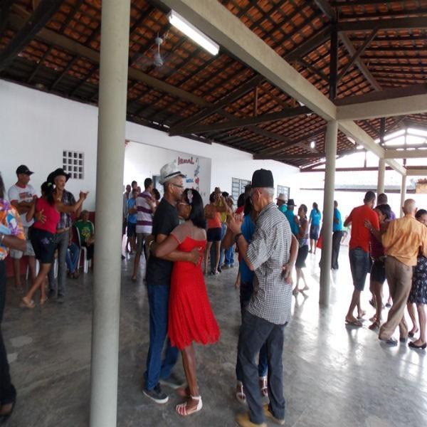 Assistência Social realiza forró dos idosos no SCFVI