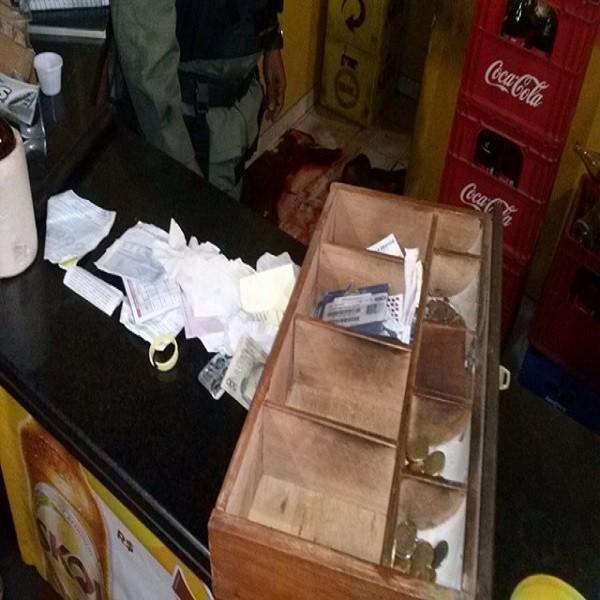 Floriano: Homem assalta restaurante e acaba morto durante o assalto. IMAGENS FORTES!