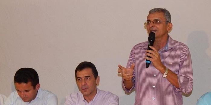 Prefeito Agamenon Franco participa de reunião para criação de associação de prefeitos da região de Floriano