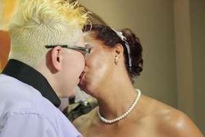 Gays, lésbicas e travesti participam de casamento coletivo em SP - Imagem 3