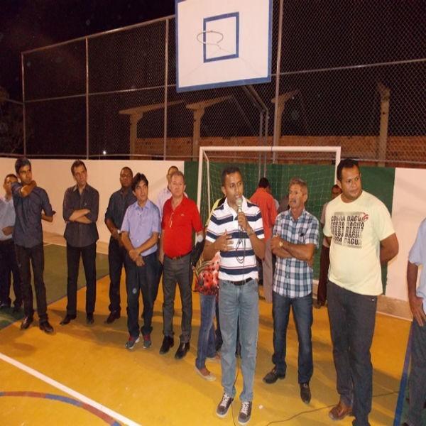 Prefeito Dr. Francisco faz Inauguração de reforma e ampliação da quadra João Batista Barbosa Soares no povoado Serrinha