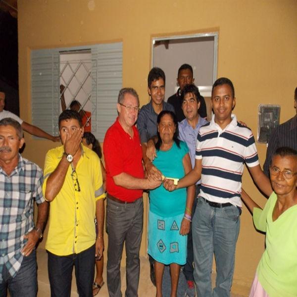 Prefeito e autoridades visitam obras da escola padrão/FNDE e entrega de unidades habitacionais