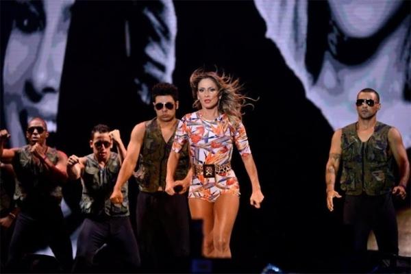 Principal atração, Claudia Leitte se apresenta no Festival de Salvador