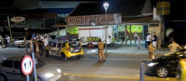 Vendedor ambulante é morto com 12 tiros nas costas em Curitiba (PR)