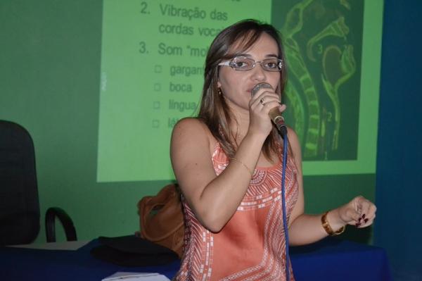 Palestra com fonoaudióloga encerra semana pedagógica e orienta professores sobre cuidados com a voz  - Imagem 2