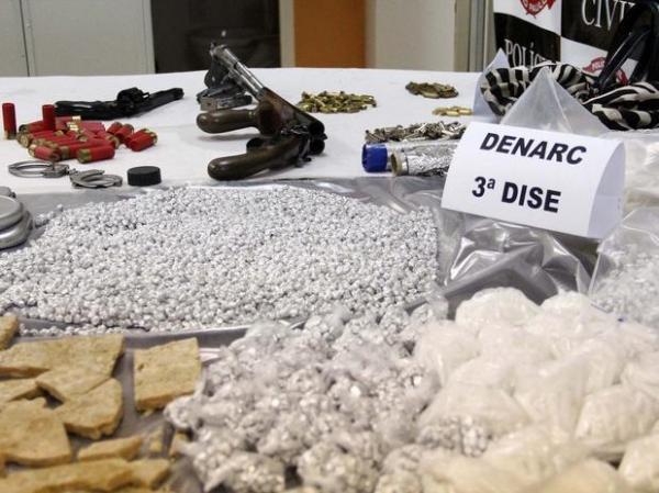 Adolescente de 17 anos  apreendida com milhares de pedras de crack
