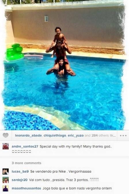 André Santos posta foto na piscina com a família e, assim como Leo Moura, é criticado por torcedores do Flamengo
