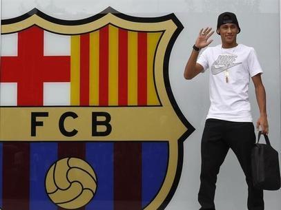 Jornal: empresários vão processar Neymar, Santos e Barcelona por transação