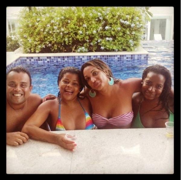 Tati Quebra- Barraco volta a posar de biquininho em rede social