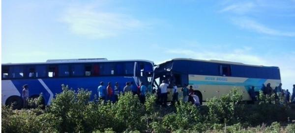 Grave acidente envolvendo dois ônibus na BR-020 - Imagem 1