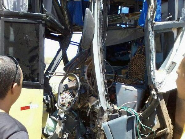 Grave acidente envolvendo dois ônibus na BR-020 - Imagem 6