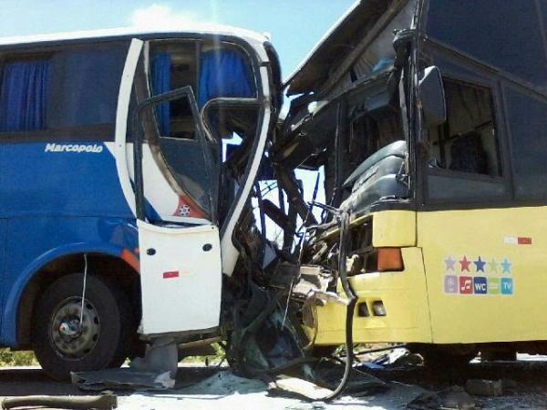 Grave acidente envolvendo dois ônibus na BR-020 - Imagem 8