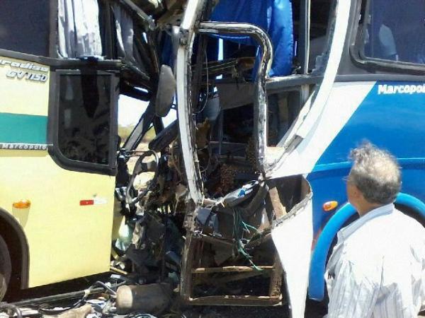 Grave acidente envolvendo dois ônibus na BR-020 - Imagem 4