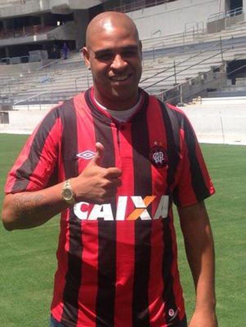 Atlético-PR confirma contratação de atacante Adriano o Imperador