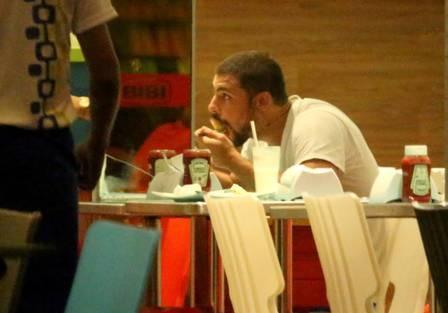 Cauã Reymond muda de academia para evitar encontro com Grazi Massafera