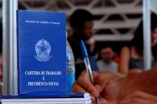 Informalidade no emprego cai para 41,6% no Brasil