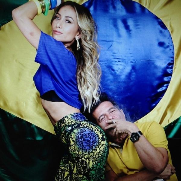 Sabrina Sato mostra corpão de calça colada com cores da bandeira do Brasil