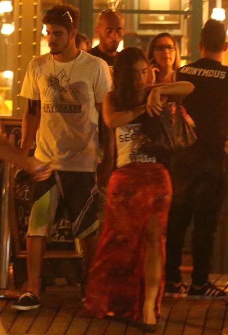 Caio Castro é flagrado em jantar com Camila Camargo, filha de Zezé