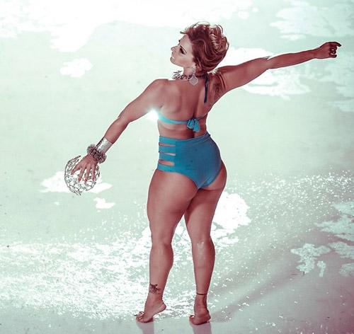 Em boa forma aos 38 anos, Viviane Araújo avisa: ?Sou a favor do botox?