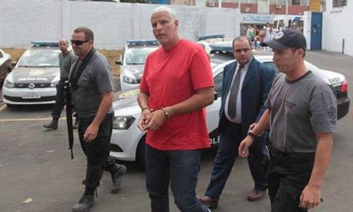 Ex Mulher de preso por matar PM pede perdão de joelho