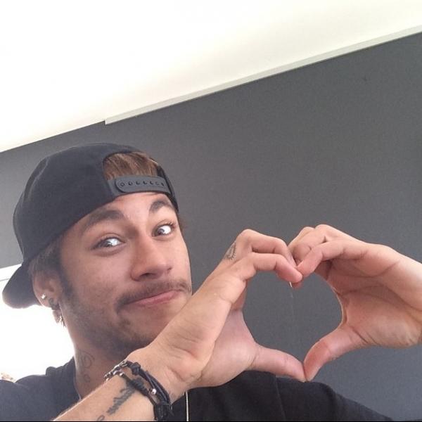 Solteiro, Neymar não comemora Dia dos Namorados lá fora: