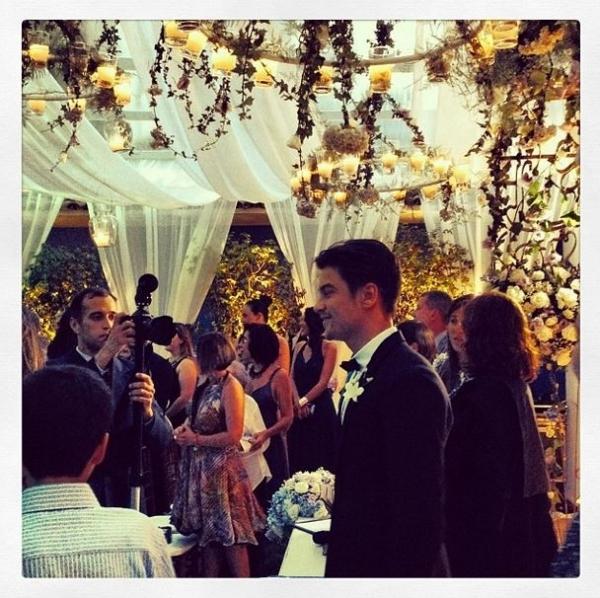 Carol Castro se casa com modelo Raphael Sander em cerimônia íntima