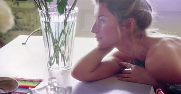 Em vídeo sexy, Gisele Bündchen diz