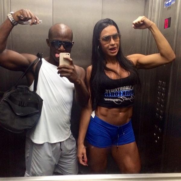Gracyanne Barbosa vai treinar e mostra disposi鈬o depois de ensaio