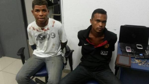 Homens são presos depois de roubarem passageiros de ônibus na Pavuna