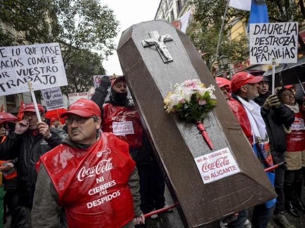 Espanha: milhares protestam contra fechamento de fábrica da Coca-Cola