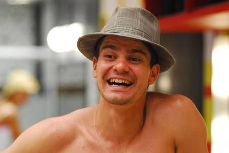 Ex-BBB Marcos Parmagnani desistiu da faculdade de Física e é sommelier: ?Hoje não duraria uma semana no programa?