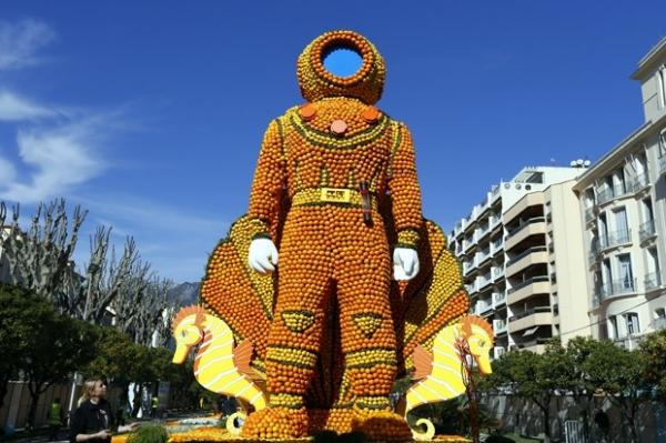 Festival reúne esculturas incríveis feitas com limões e laranjas na França