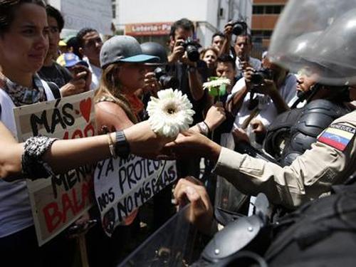 Diplomatas dos EUA têm 48 horas para deixar país, diz chanceler venezuelano