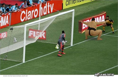 ola nas Costas revela o que pode ter atrapalhado a visão do pobre árbitro.