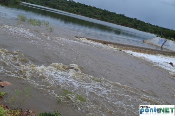 MASSAPÊ: Barragem de Caraíbas transborda e garante o abastecimento da cidade - Imagem 5