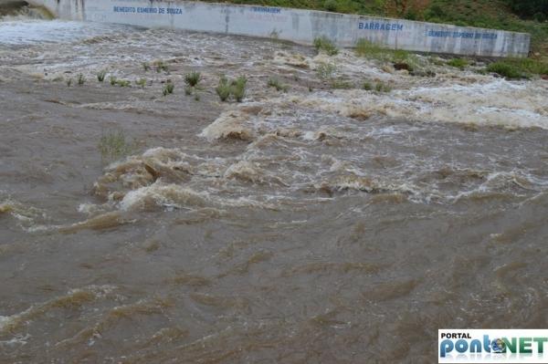 MASSAPÊ: Barragem de Caraíbas transborda e garante o abastecimento da cidade - Imagem 3