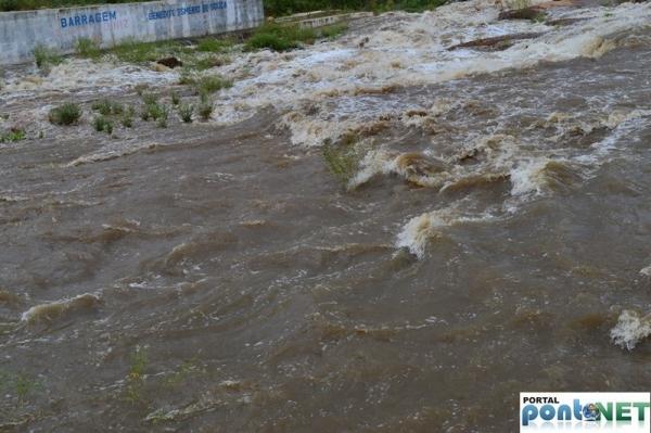 MASSAPÊ: Barragem de Caraíbas transborda e garante o abastecimento da cidade - Imagem 4