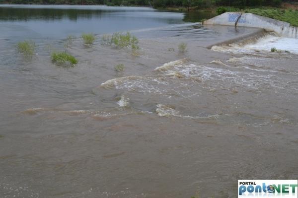 MASSAPÊ: Barragem de Caraíbas transborda e garante o abastecimento da cidade - Imagem 7