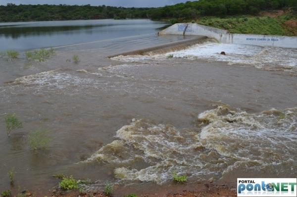 MASSAPÊ: Barragem de Caraíbas transborda e garante o abastecimento da cidade - Imagem 6