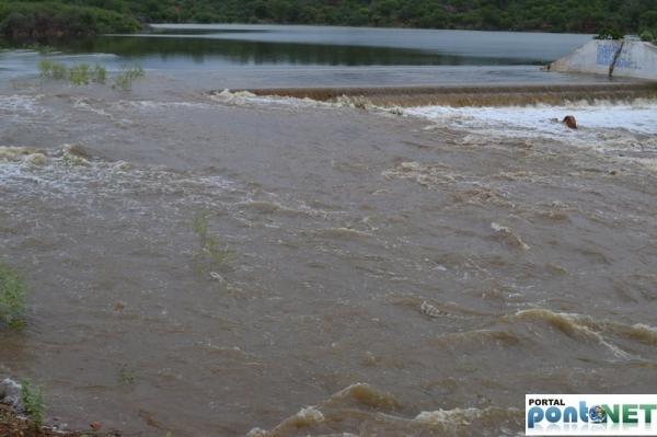 MASSAPÊ: Barragem de Caraíbas transborda e garante o abastecimento da cidade - Imagem 2