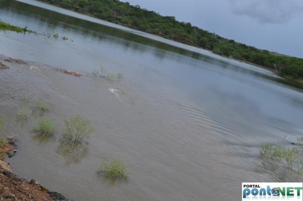 MASSAPÊ: Barragem de Caraíbas transborda e garante o abastecimento da cidade - Imagem 9